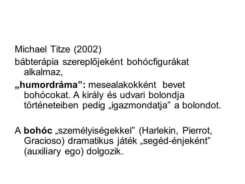 """Michael Titze (2002) bábterápia szereplőjeként bohócfigurákat alkalmaz, """"humordráma"""": mesealakokként bevet bohócokat. A király és udvari bolondja tört"""