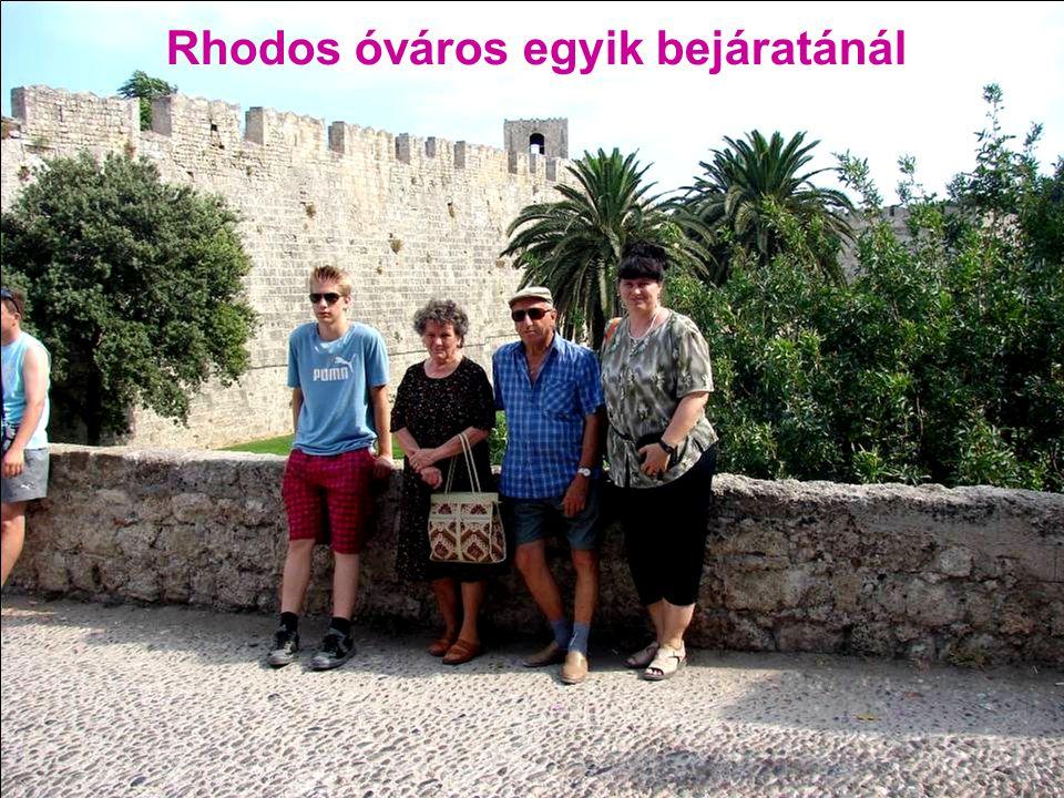 Rhodos óváros egyik bejáratánál