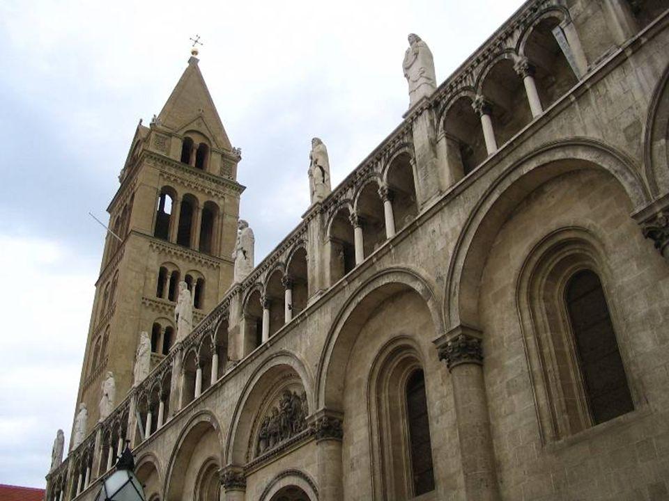 Szent Péter és Szent Pál Bazilika 1991-ben magyarországi látogatása alkalmával II. János Pál pápa 'basilica minor' rangra emelte a székesegyházat