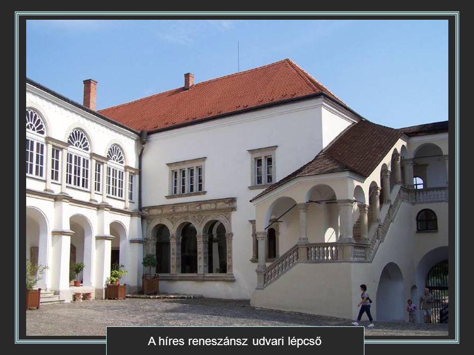 A híres reneszánsz udvari lépcső