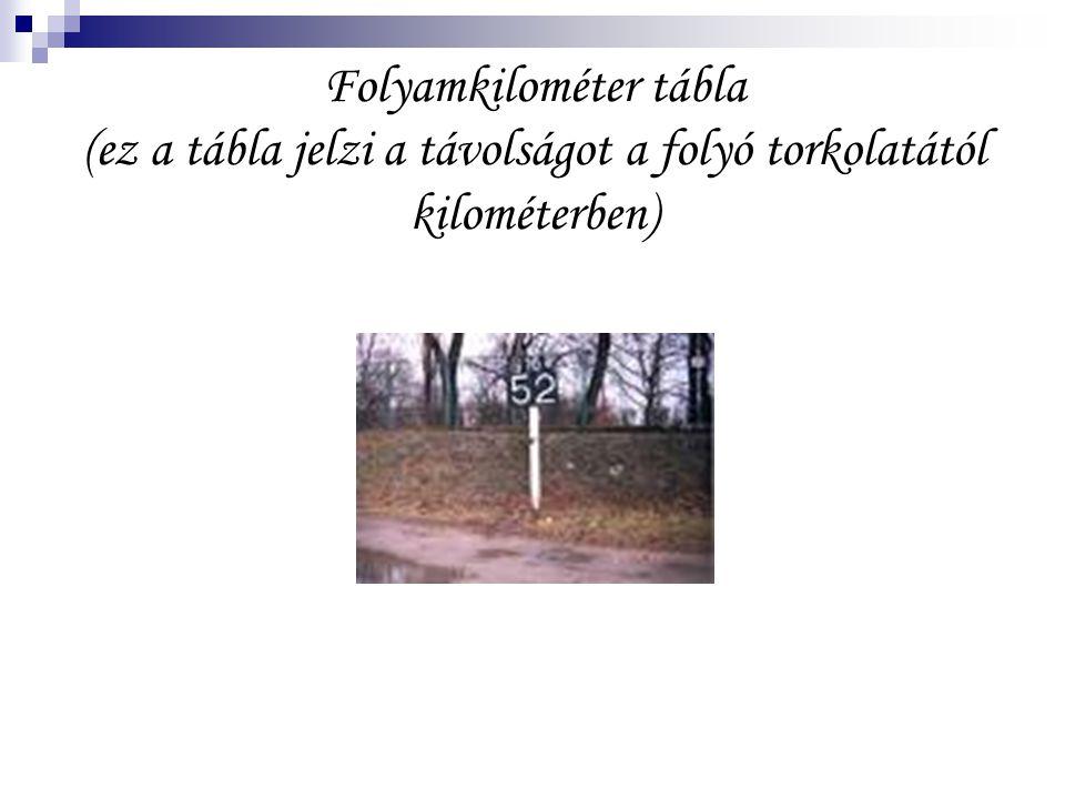 Folyamkilométer tábla (ez a tábla jelzi a távolságot a folyó torkolatától kilométerben)