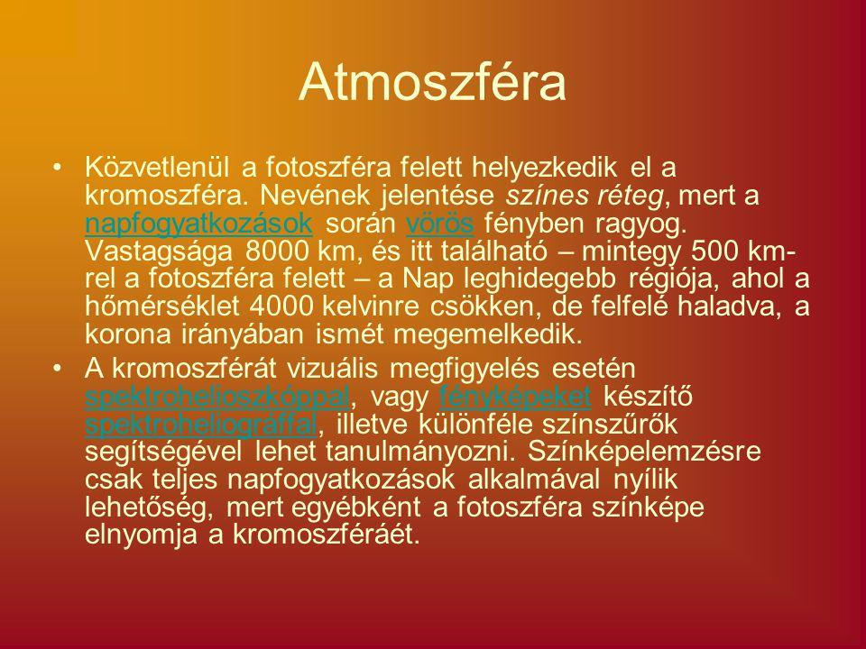Atmoszféra Közvetlenül a fotoszféra felett helyezkedik el a kromoszféra. Nevének jelentése színes réteg, mert a napfogyatkozások során vörös fényben r