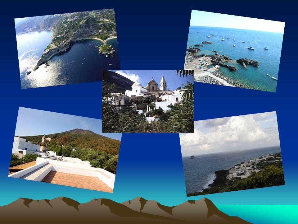 Turizmus Számos lehetőség van kikapcsolódásra: úszás, fürdőzés és búvárkodás a tengerben, túra a Strombolin, hajókázás a sziget körül, helyi szokások megismerése.