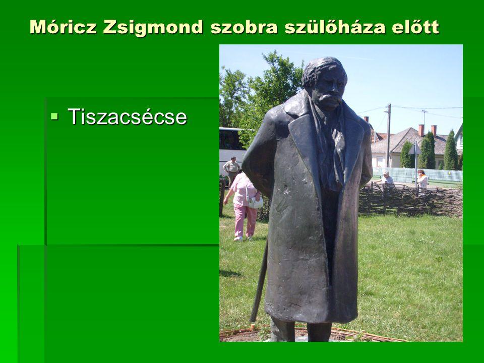 Móricz Zsigmond szobra szülőháza előtt  Tiszacsécse