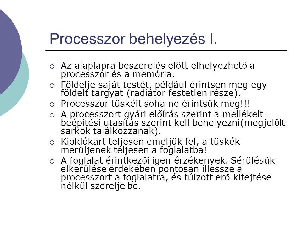 Processzor behelyezés I.  Az alaplapra beszerelés előtt elhelyezhető a processzor és a memória.  Földelje saját testét, például érintsen meg egy föl