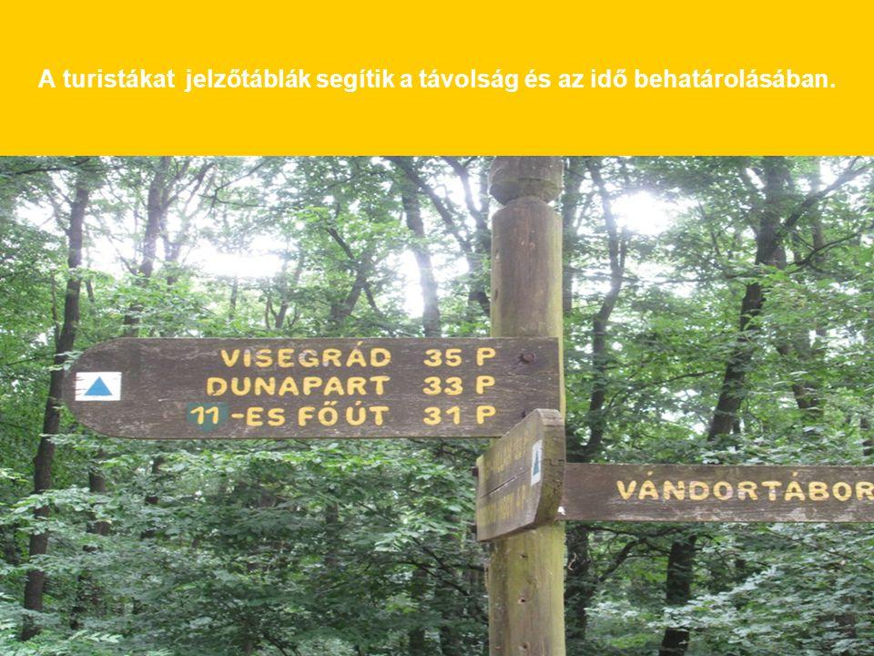 A turistákat jelzőtáblák segítik a távolság és az idő behatárolásában.