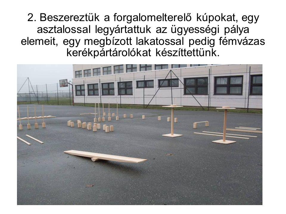 3. Elkészíttettük iskolánk két földszinti termében a kerékpártárolókat.