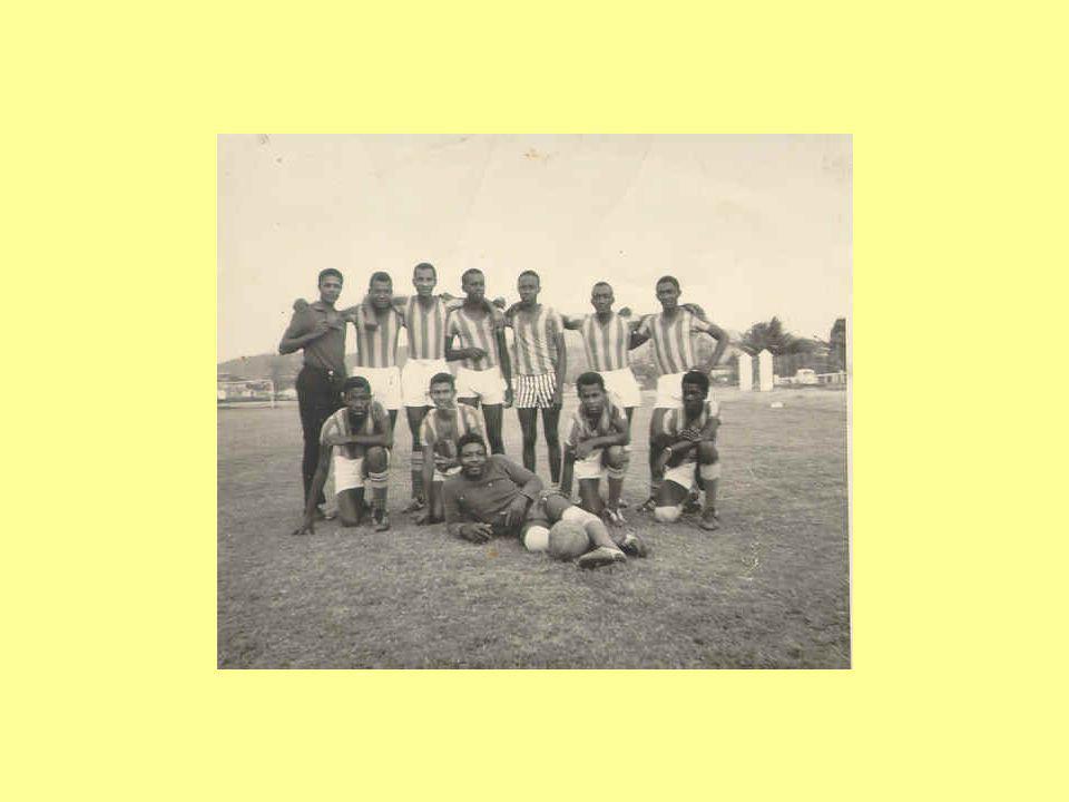 Szerinte 1949 táján, amikor a Fradit adminisztratív intézkedéssel szétszórták, legjobb játékosait a Honvédba vezényelték, s nevét ÉDOSZra, majd Kinizsire változtatták, gyakorlatilag felszámolták azt a gyönyörű magyar futballt, amely annyi hívet szerzett neki.