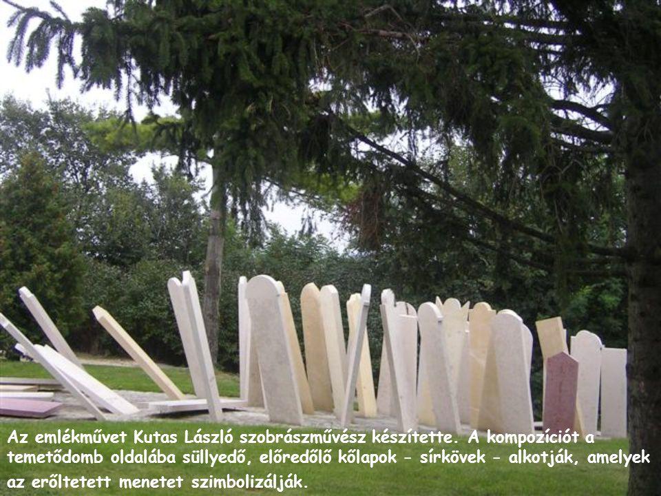 Az emlékművet Kutas László szobrászművész készítette. A kompozíciót a temetődomb oldalába süllyedő, előredőlő kőlapok - sírkövek - alkotják, amelyek a