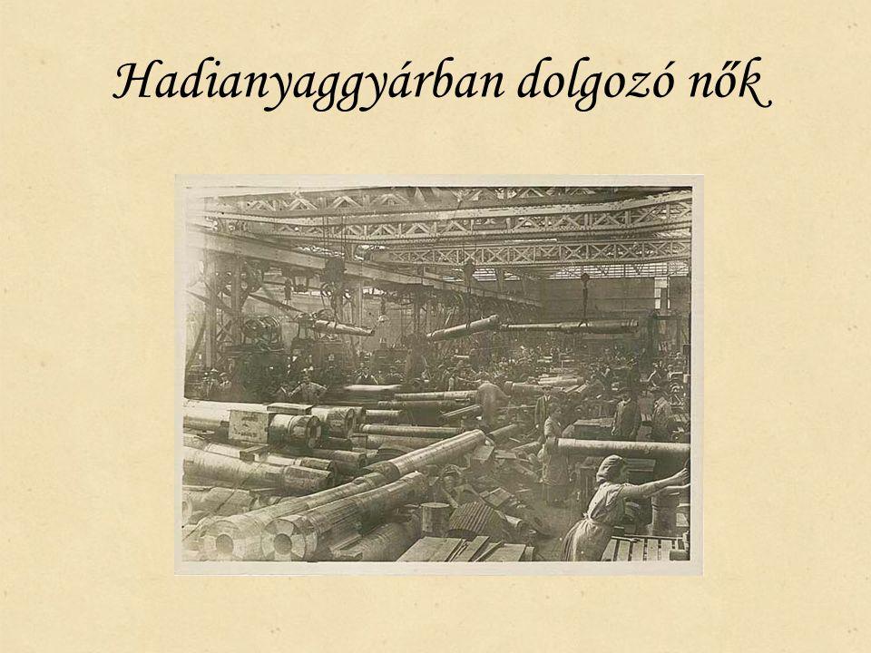Hadianyaggyárban dolgozó nők