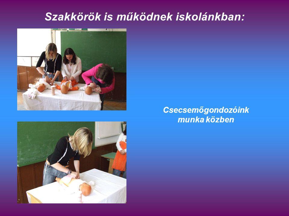 Szakkörök is működnek iskolánkban: Csecsemőgondozóink munka közben