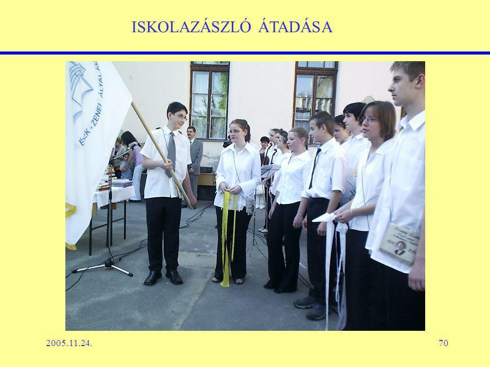 2005.11.24.70 ISKOLAZÁSZLÓ ÁTADÁSA