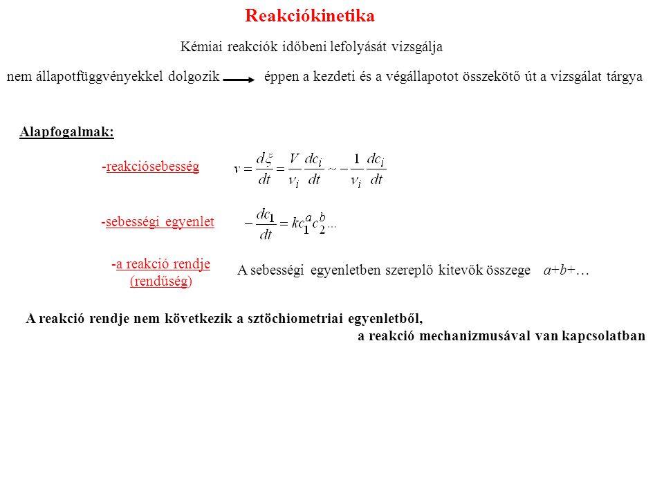 Reakciókinetika Kémiai reakciók időbeni lefolyását vizsgálja nem állapotfüggvényekkel dolgozik éppen a kezdeti és a végállapotot összekötő út a vizsgálat tárgya Alapfogalmak: -reakciósebesség -sebességi egyenlet -a reakció rendje (rendűség) A sebességi egyenletben szereplő kitevők összege a+b+… A reakció rendje nem következik a sztöchiometriai egyenletből, a reakció mechanizmusával van kapcsolatban