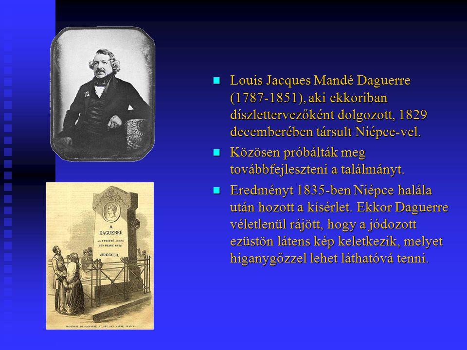 Louis Jacques Mandé Daguerre (1787-1851), aki ekkoriban díszlettervezőként dolgozott, 1829 decemberében társult Niépce-vel. Louis Jacques Mandé Daguer