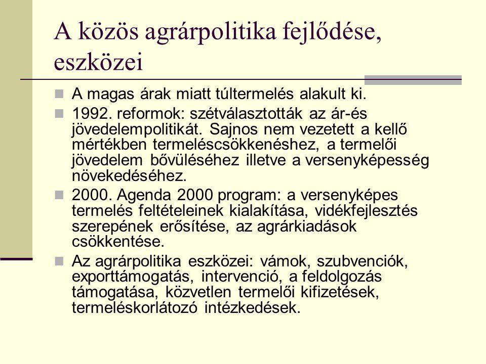 A közös agrárpolitika alapelvei Az 1950-es években fogalmazták meg a közös agrárpolitika három alapelvét: - A mezőgazdasági termékek és élelmiszerek egységes piaca: Az egységes piacon a tagországokban előállított termékek korlátozásoktól mentesen jelenhetnek meg.