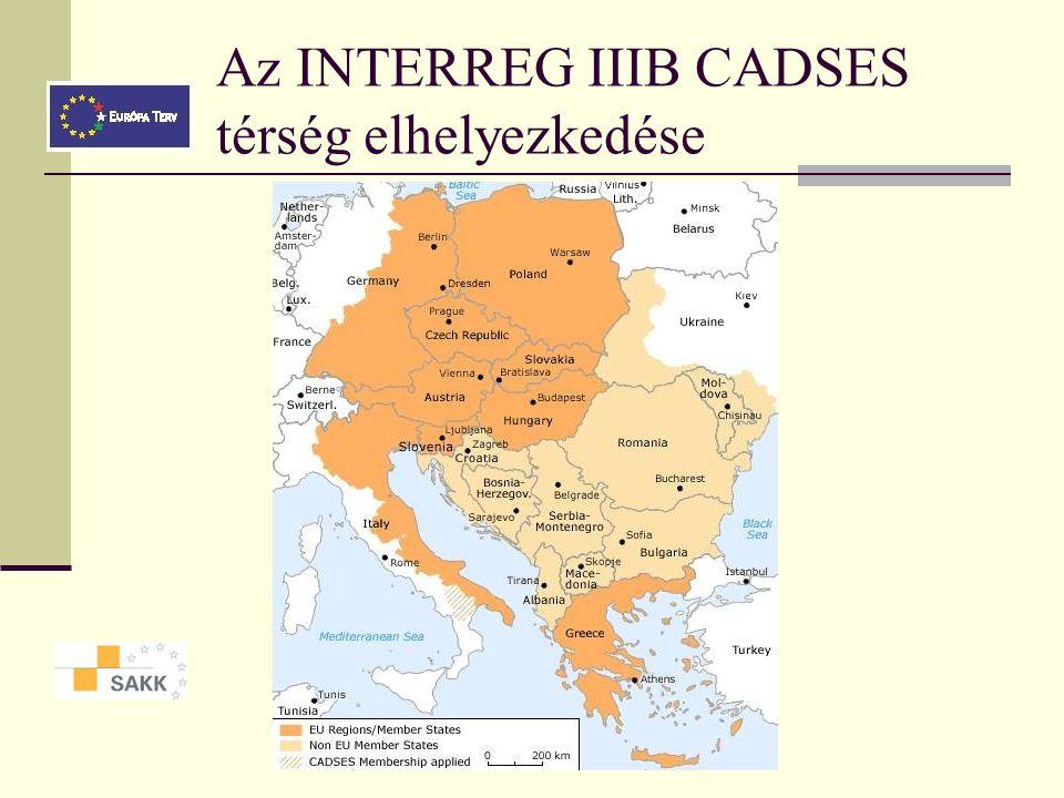 Az INTERREG IIIB CADSES térség Transznacionális együttműködési program Több országból álló területek közösen keressenek megoldásokat a térséget érintő problémákra Az Uniót 13 makro-térségre osztották fel Magyarország a közép-európai–adriai–dunai–délkelet-európai térség (Central Adriatic Danubian South-Eastern European Space - CADSES) részét képezi.