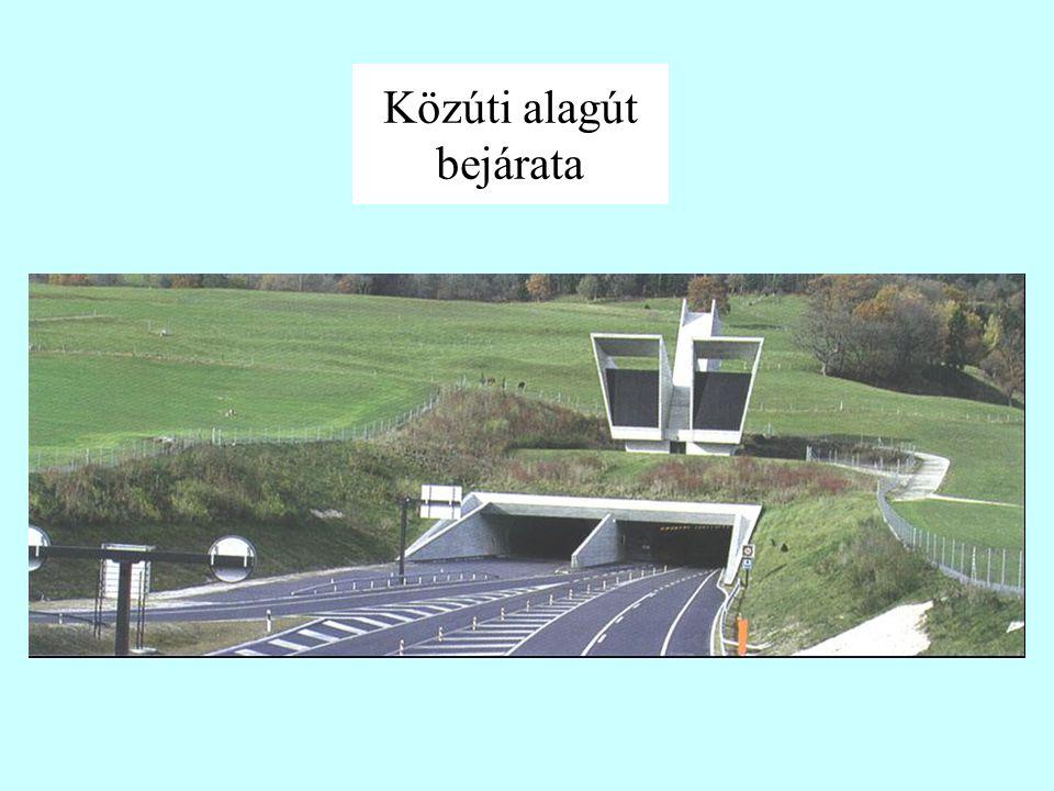 Háromcsöves állomás középső alagútja a mozgólépcsők fogadására