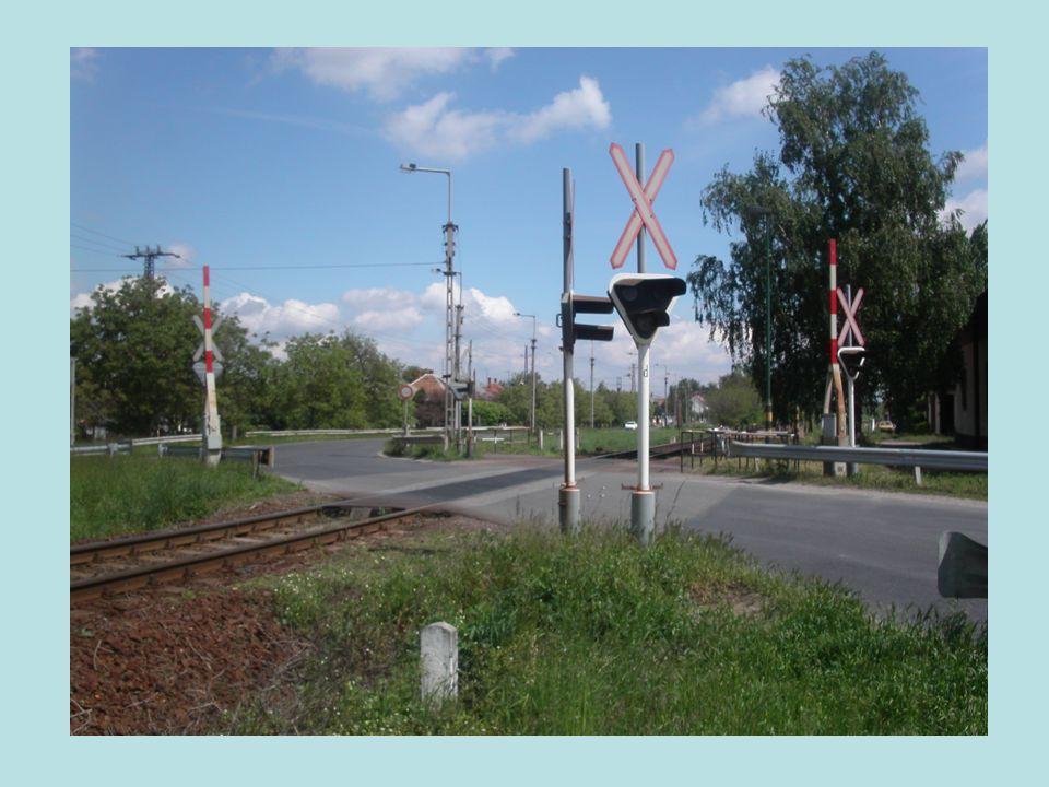 II. Gyalogos és kerékpáros forgalom  Labirintkorlát  Fényjelző  Félsorompó  Rálátás biztosítása