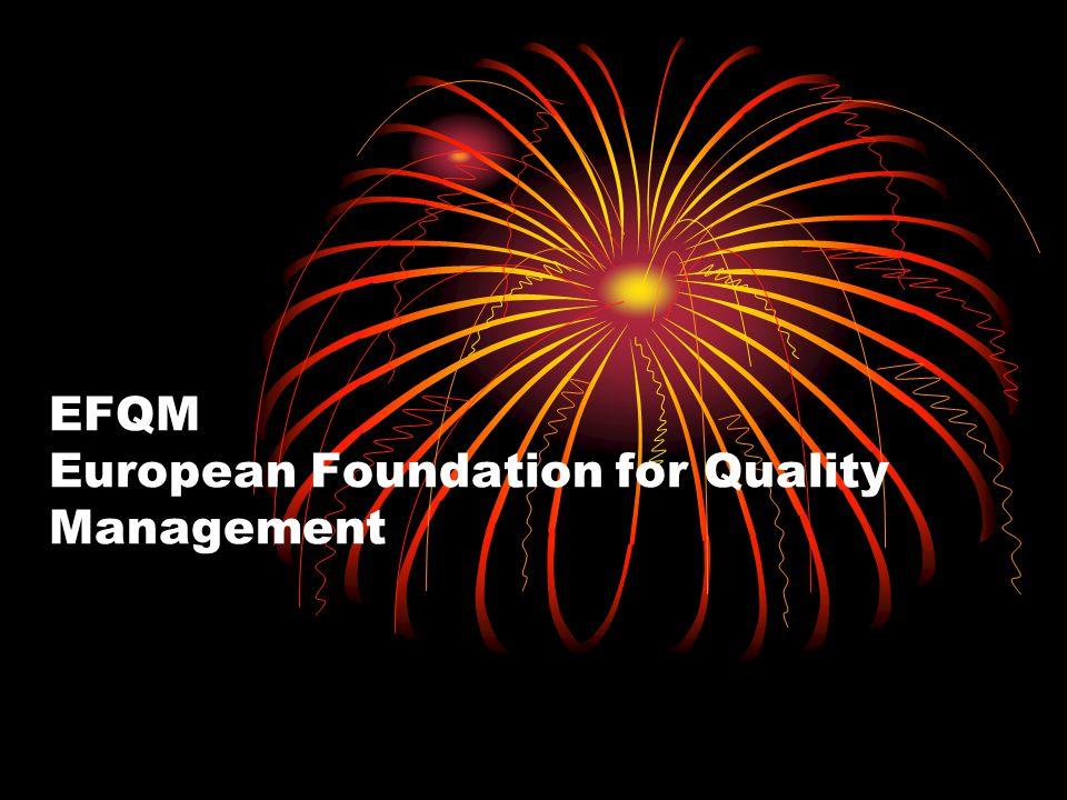 """Az EFQM modell a """"kiválóság következő 8 alapkoncepciójára épül: 1)Eredményközpontúság 2)Vevőközpontúság 3)Vezetés és a célok következetes tartása 4)Folyamatokkal és tényekkel történő irányítás 5)A munkatársak fejlesztése és bevonása 6)Folyamatos tanulás, innováció és fejlődés 7)Partneri kapcsolatok kiépítése 8)Felelősség a közösséggel szemben"""