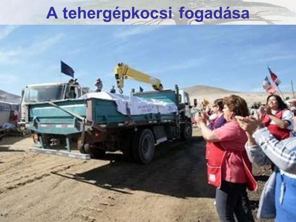 A kapszula szállítása az Atacama sivatagon keresztül.