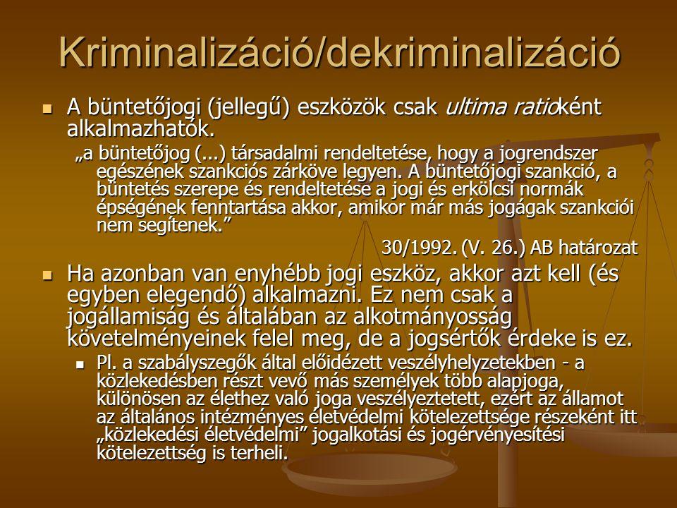 Kriminalizáció/dekriminalizáció A büntetőjogi (jellegű) eszközök csak ultima ratioként alkalmazhatók. A büntetőjogi (jellegű) eszközök csak ultima rat
