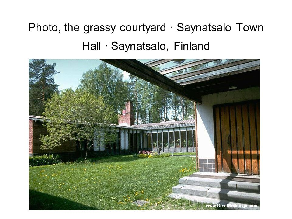 Photo, the grassy courtyard · Saynatsalo Town Hall · Saynatsalo, Finland