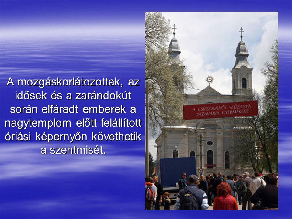 A csíksomlyói kegytemplom, amely ma már képtelen lenne befogadni a szentmisére idezarándokló óriási tömeget.