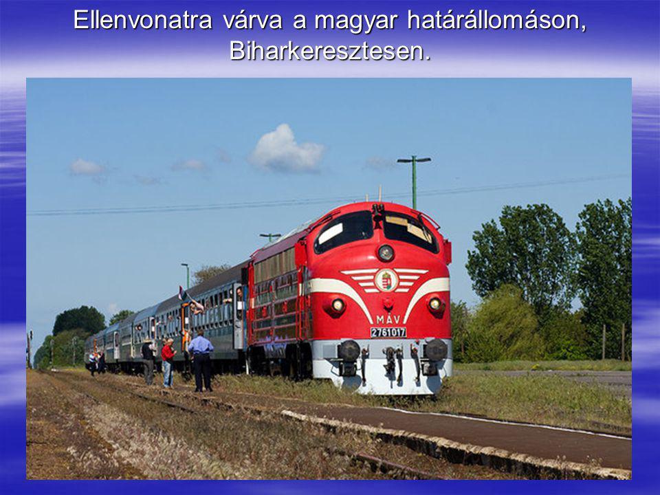 Ellenvonatra várva a magyar határállomáson, Biharkeresztesen.