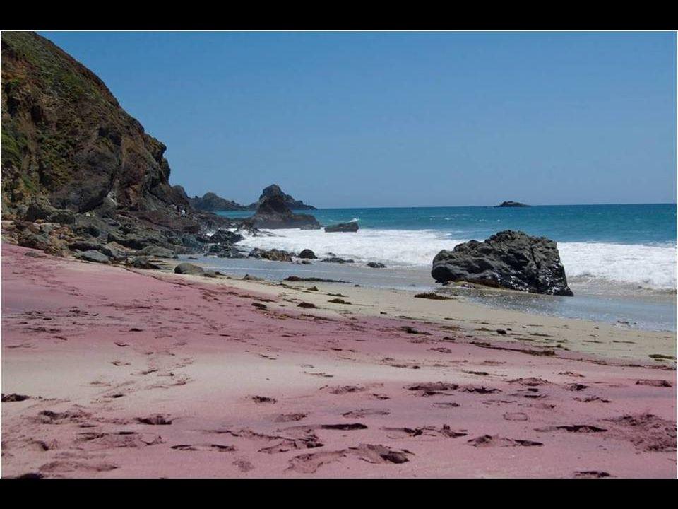 Lila homokos strand: A Pfeiffer Beach, Kalifornia, USA
