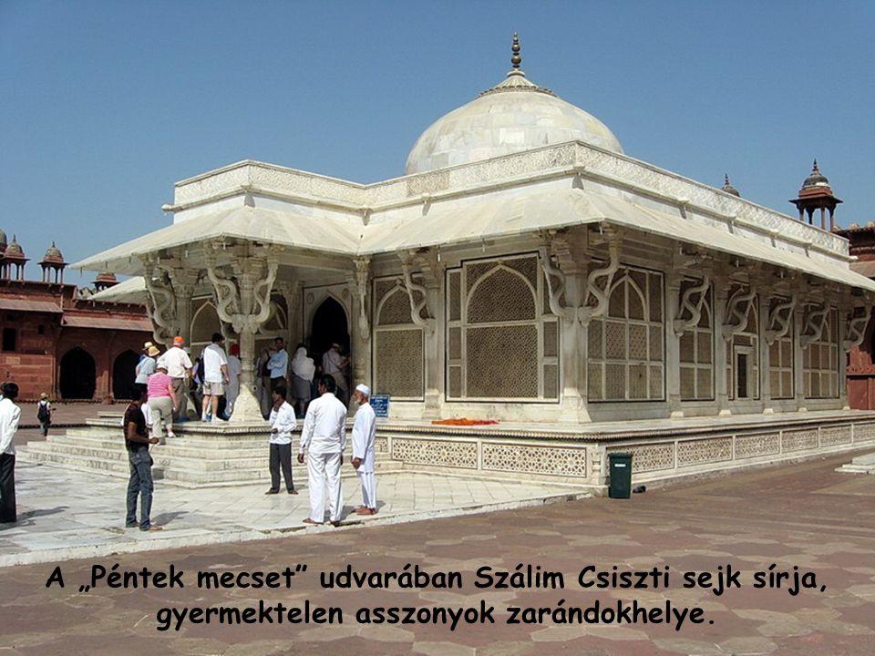 """A kihalt rezidenciához közeli """"Péntek mecset"""" ma is funkciónál."""