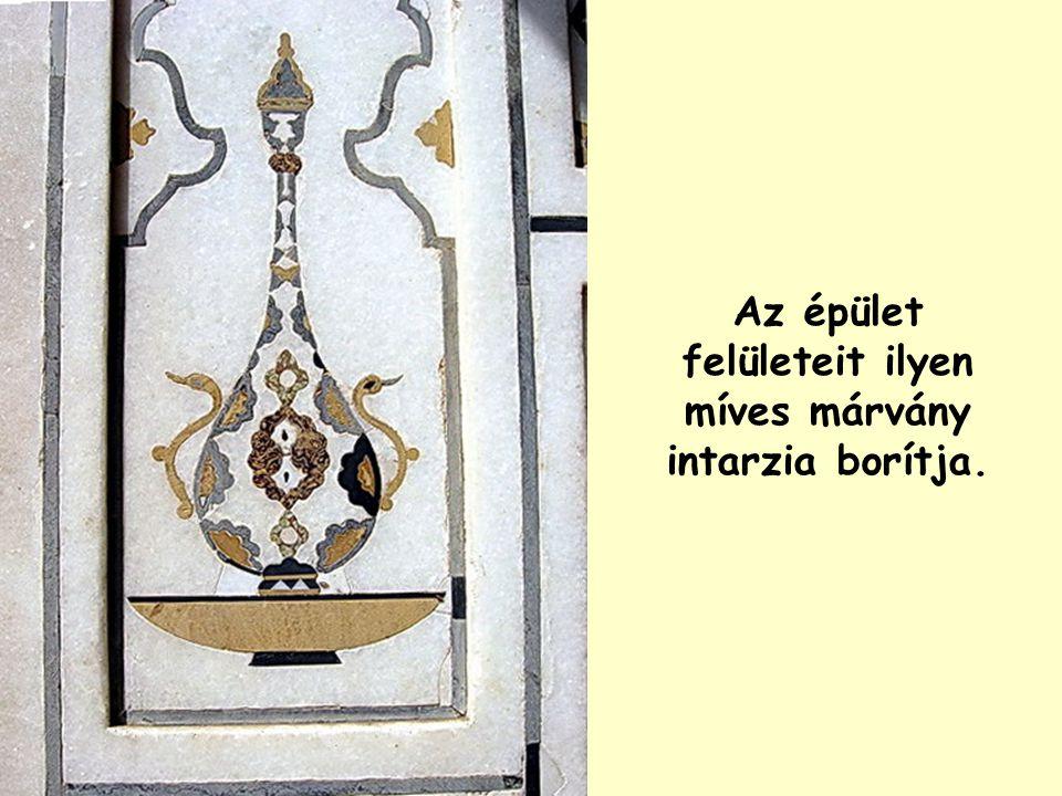A márvány ékszerdoboz Itimád-ud-Daulah síremléke.