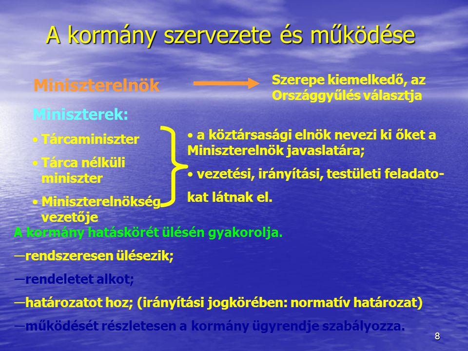 """9 A kormány segédszervei Kormányzati koordinációt segítő testületi szervek:  Kormánybizottságok  Kabinetek  Egyéb javaslattevő, véleményező, tanácsadó testületek (pl.: Kollégiumok) Hivatali típusú, kiemelt feladatokat ellátó szerv:  Miniszterelnökség (miniszter vezetésével) """"Egyszemélyes segédszervek:  Kormánybiztosok"""