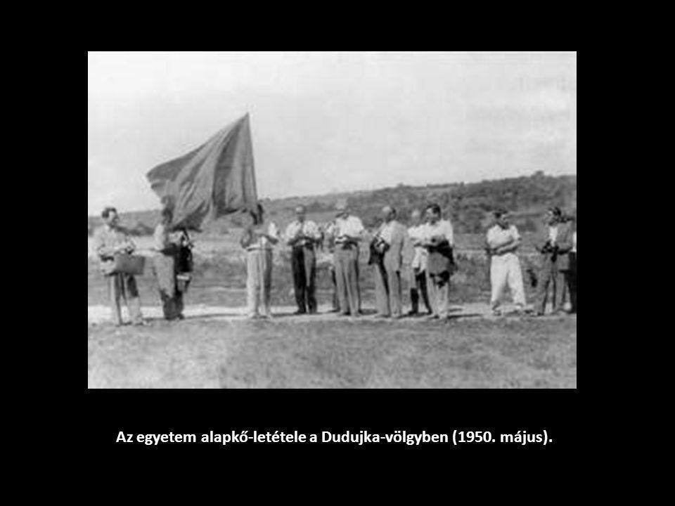 Az egyetem alapkő-letétele a Dudujka-völgyben (1950. május).