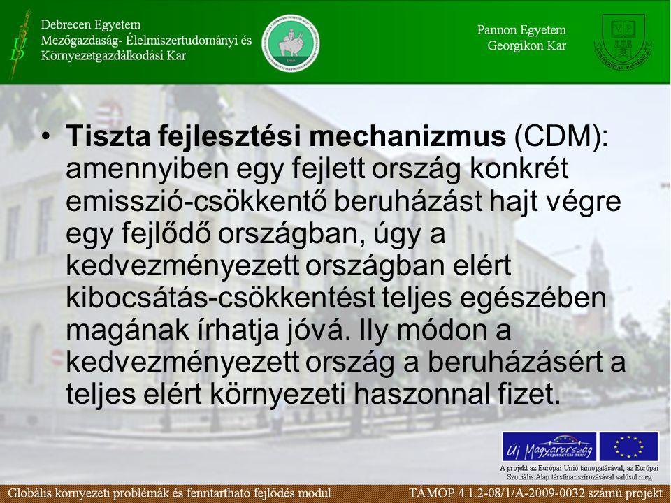 Tiszta fejlesztési mechanizmus (CDM): amennyiben egy fejlett ország konkrét emisszió-csökkentő beruházást hajt végre egy fejlődő országban, úgy a kedvezményezett országban elért kibocsátás-csökkentést teljes egészében magának írhatja jóvá.