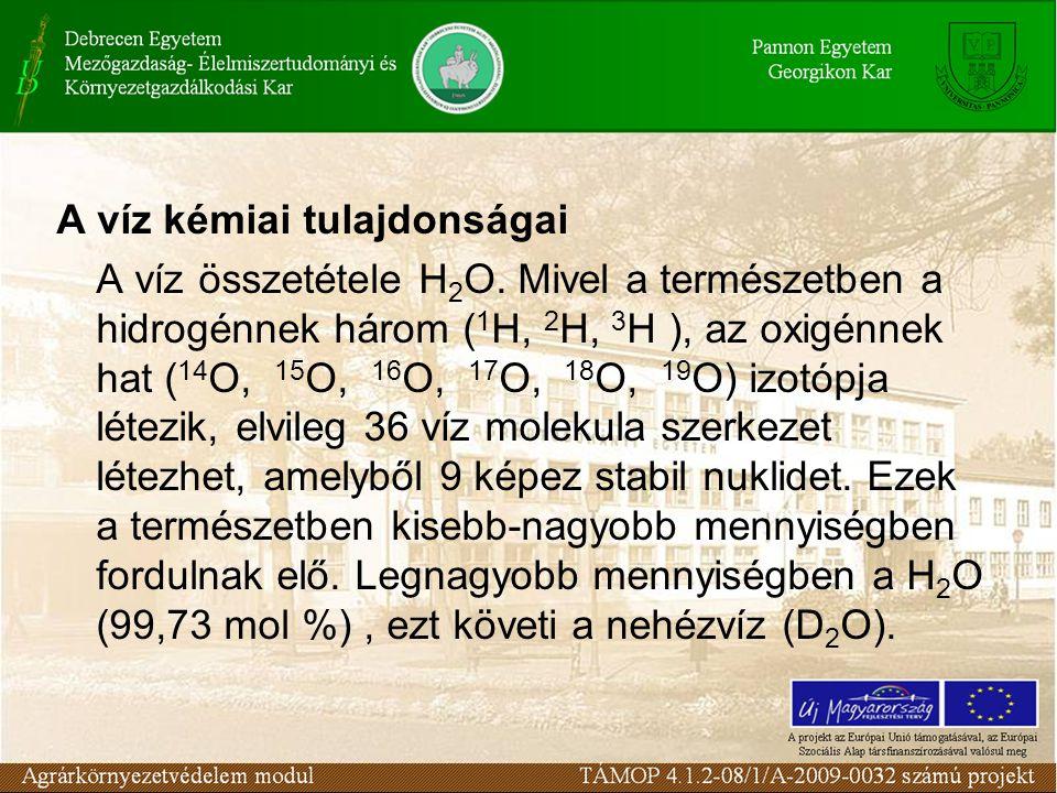 A víz fontosabb kémiai jellemzői: a pH (a tiszta természetes vizek pH-ja 4,5-8,3 közötti) az összes sótartalom koncentrációban (100 - 1000 mg/l körüli), a keménység (összes, változó, állandó NK o = 10 mg/l CaO), oldott oxigén (mg/l), összes szerves szén (TOC, mg/l), kémiai oxigén igény KOI; kálium permanganátos KOI ps, káliumdikromátos, KO Id (mg/l), biokémiai oxigén igény ; BOI 5 (mg/l), szerves mikroszennyezők, szervetlen mikroszennyezők.