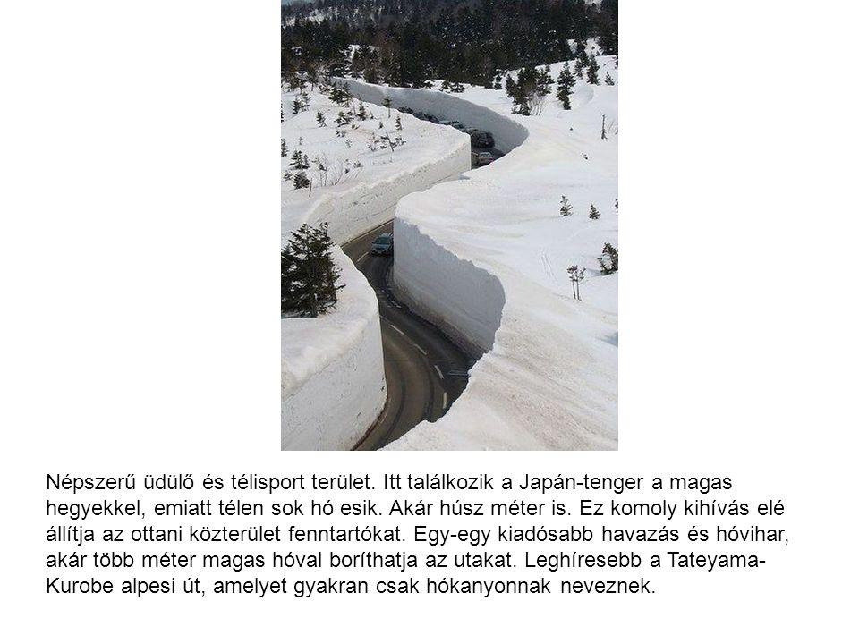 Népszerű üdülő és télisport terület. Itt találkozik a Japán-tenger a magas hegyekkel, emiatt télen sok hó esik. Akár húsz méter is. Ez komoly kihívás
