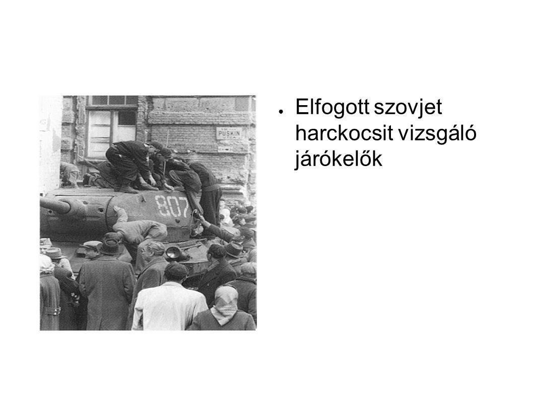 ● Elfogott szovjet harckocsit vizsgáló járókelők