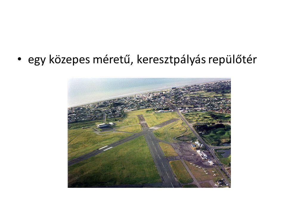 egy közepes méretű, keresztpályás repülőtér