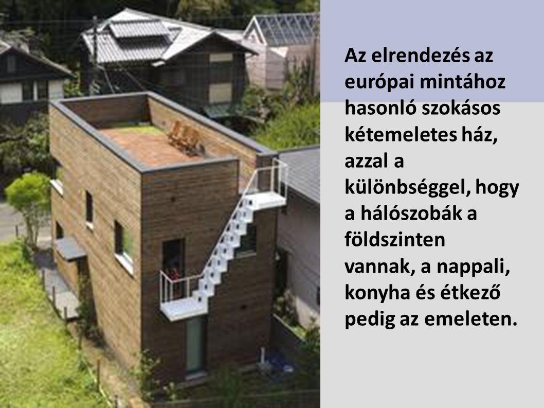 Az elrendezés az európai mintához hasonló szokásos kétemeletes ház, azzal a különbséggel, hogy a hálószobák a földszinten vannak, a nappali, konyha és étkező pedig az emeleten.