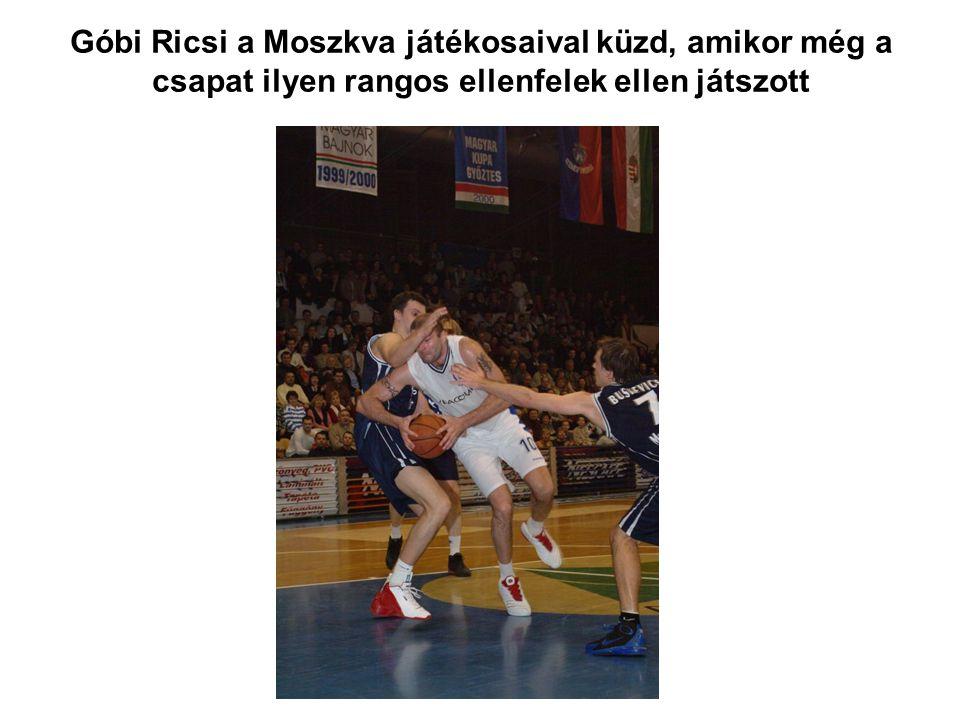 Góbi Ricsi a Moszkva játékosaival küzd, amikor még a csapat ilyen rangos ellenfelek ellen játszott