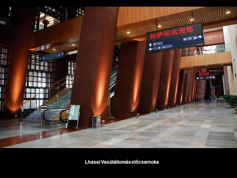 Lhasai Vasútállomás előcsarnoka