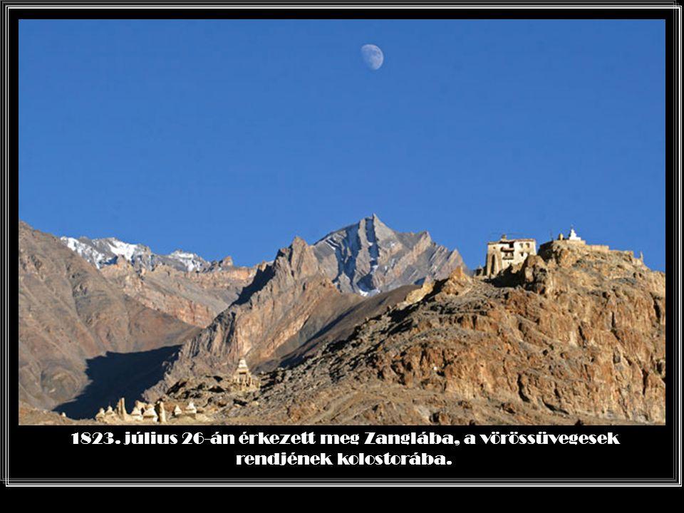 Srinagart elhagyva, Kasmír határánál találkozott aztán William Moorcroft angol kormánybiztossal, aki támogatásáról biztosította s arra biztatta, hogy foglalkozzon a tibeti nyelvvel.