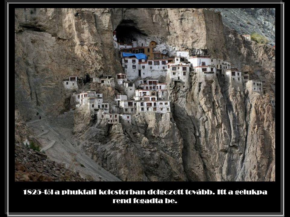 Több ezer tibeti nyelv ű könyvet olvasott el itt.