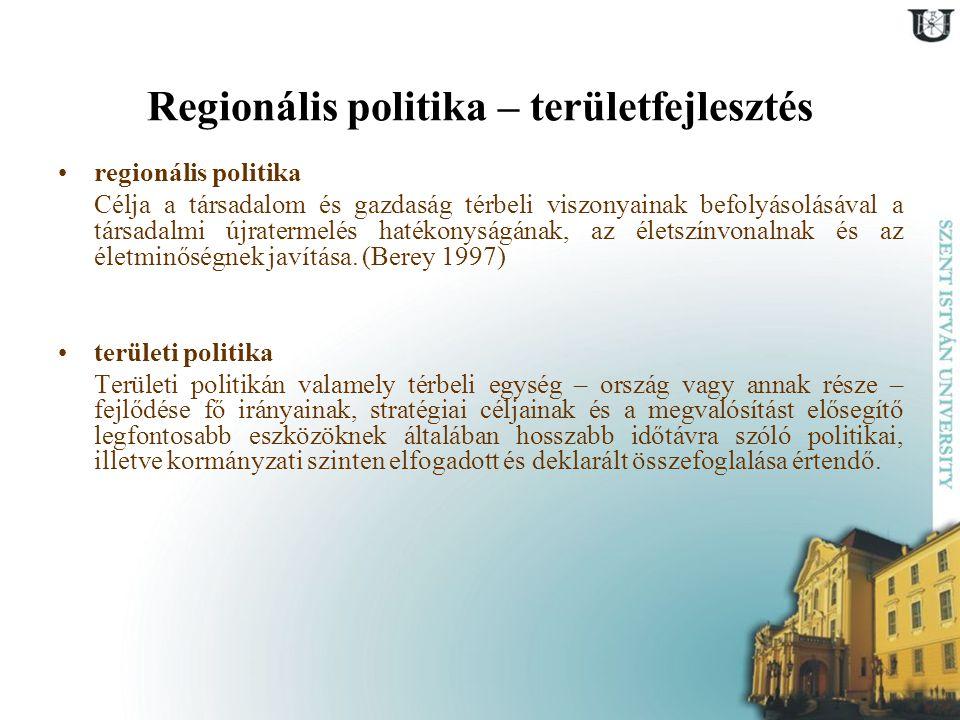 Regionális politika – területfejlesztés regionális politika Célja a társadalom és gazdaság térbeli viszonyainak befolyásolásával a társadalmi újraterm