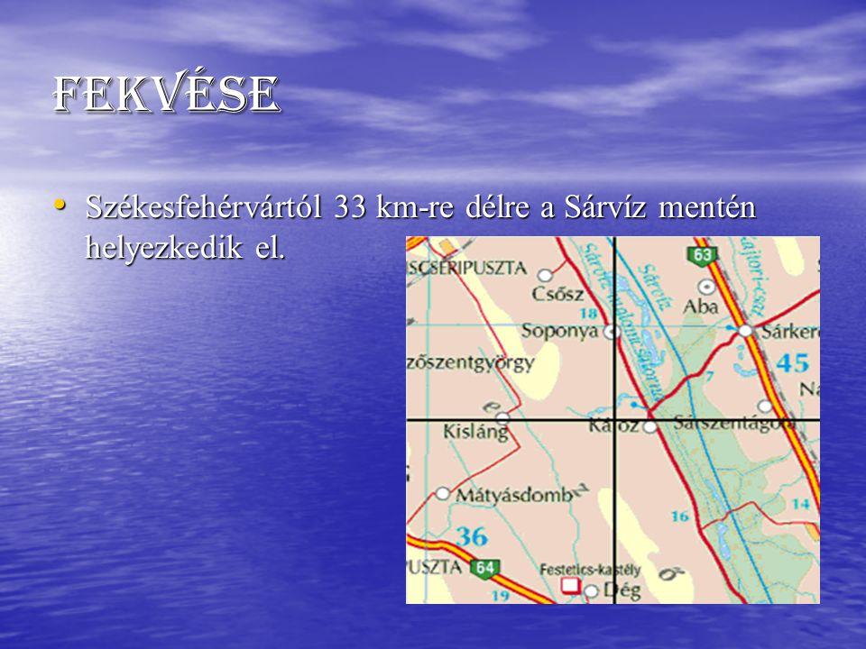 Fekvése Székesfehérvártól 33 km-re délre a Sárvíz mentén helyezkedik el. Székesfehérvártól 33 km-re délre a Sárvíz mentén helyezkedik el.