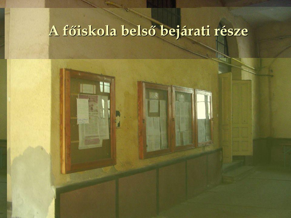 A főiskola folyosója