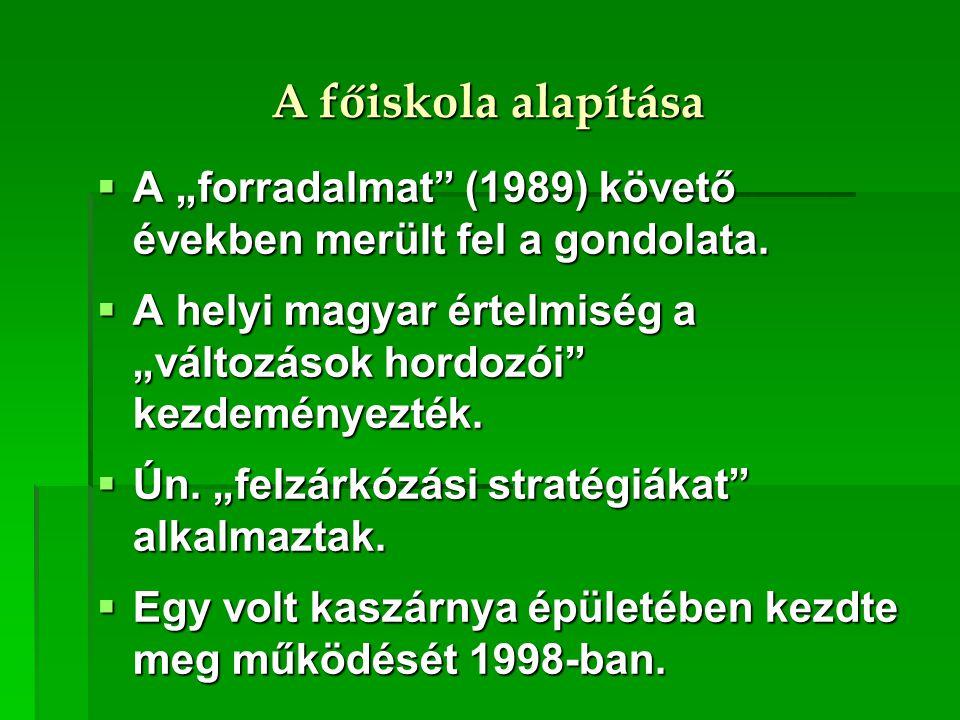 """A főiskola alapítása  A """"forradalmat"""" (1989) követő években merült fel a gondolata.  A helyi magyar értelmiség a """"változások hordozói"""" kezdeményezté"""
