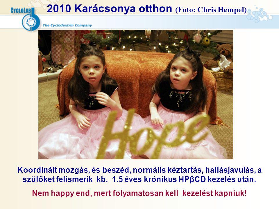 2010 Karácsonya otthon (Foto: Chris Hempel) Koordinált mozgás, és beszéd, normális kéztartás, hallásjavulás, a szülőket felismerik kb. 1.5 éves krónik