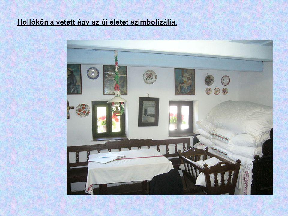 Hollókőn a vetett ágy az új életet szimbolizálja.