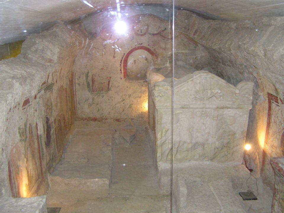 Az épületegyüttes 20 jelentős építményből áll. A építményeket római számmal jelölik: I-X-ig sírkamrák, amelyeknek nagy része jó állapotban maradt fenn